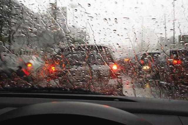 當高考遇上雷雨 大連啟動應急預案