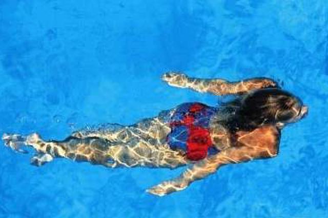 大連市游泳館于6月17日起閉館進行玻璃幕墻維修