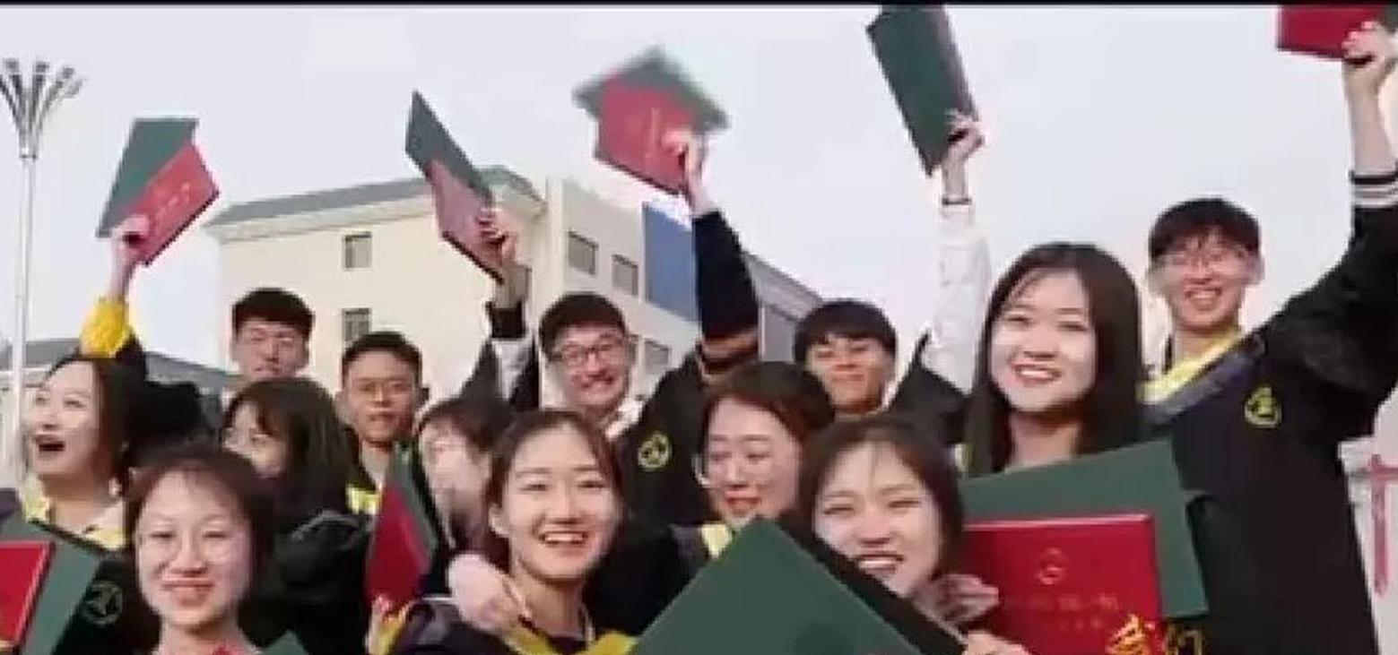 大連民族大學青年唱響《我們都是追夢人》