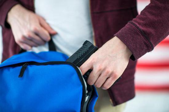 美国5岁小朋友拿错包:别人上课掏课本 他掏出一把枪