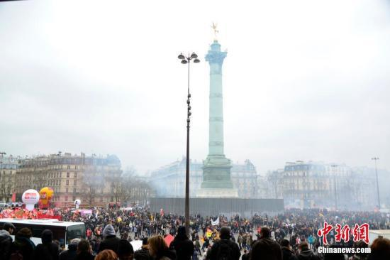 法国高考遇上铁路罢工 教育部:考生可迟一小时入场
