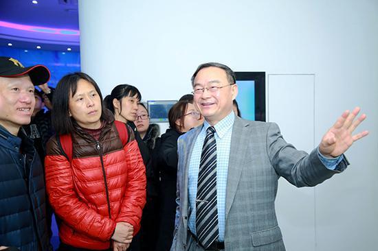 上海健康醫學院春招校測當天,校長黃鋼與家長面對面,介紹學校辦學特色、學習環境和育人理念。陸文華 圖