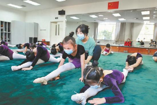 北京市少年宫迎来新学期 6千名学员陆续开课