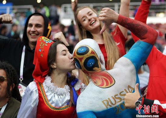 买票去现场、翘班看球赛 德国人有多爱世界杯?