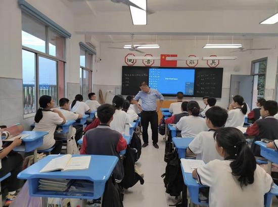 自考11个本科学历引热议 教师孙有军:这是检验学习的方式