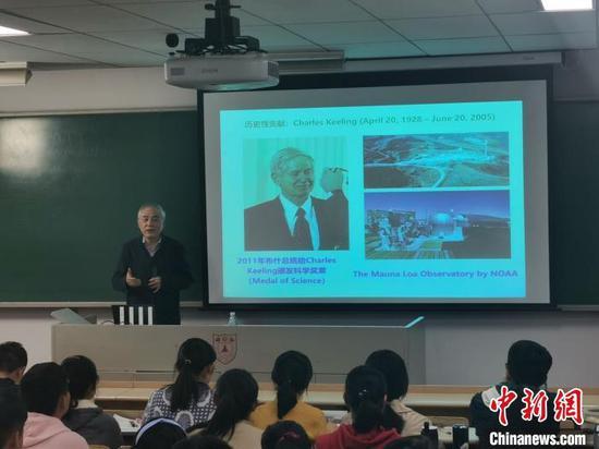 该课程聚焦未来前沿科技,通过院士学者亲自授课,为各学科感兴趣的学生打下科学教育的基础。南京大学供图