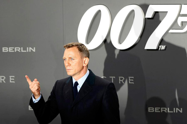 """Actor Daniel Craig poses for photographers on the red carpet at the German premiere of the new James Bond 007 film """"Spectre"""" in Berlin, Germany, October 28, 2015. [Photo/Agencies]"""