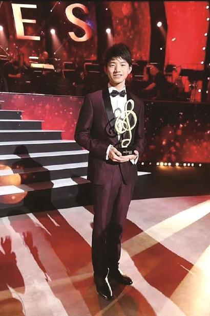"""華裔少年首次奪冠:法國""""少年藝術"""
