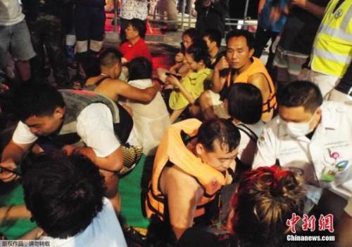 泰普吉岛游船翻覆1死53失踪 救援工作正进行