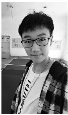 7月23日傍晚,19岁的营口男孩戚成睿在查到自己高考成绩那一时刻,激动的泪水夺眶而出,文科597分!受访者供图