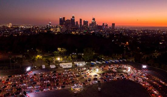 """洛杉矶""""封城""""市长吁民众""""待在家里"""""""
