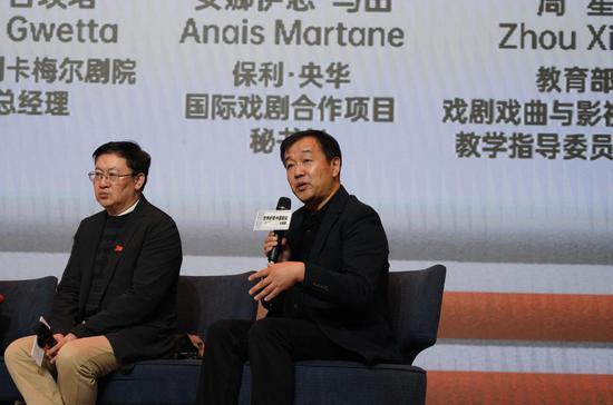 △北京師范大學藝術與傳媒學院副院長、教授、博士生導師王宜文(右)