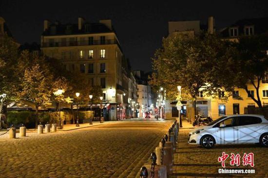 法国巴黎教师被杀案:已有15人被拘留 包括4名学生