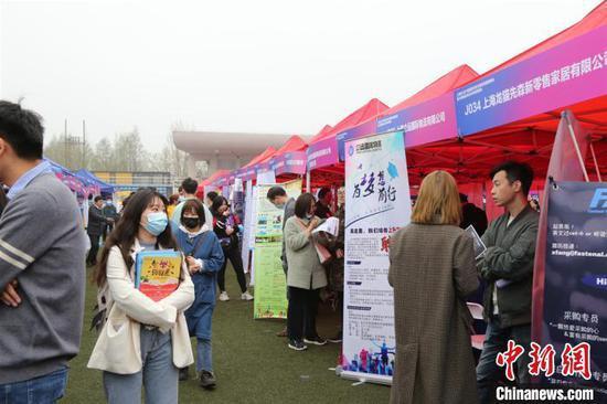 3月31日,上海市2021届高校毕业生春季校园招聘会暨少数民族毕业生专场招聘会在上海第二工业大学启动。上海第二工业大学供图
