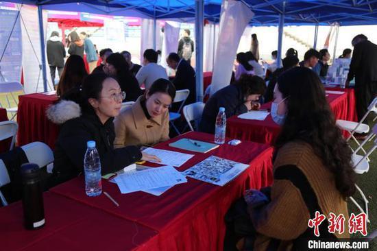 招聘会吸引了3000多家用人单位参与线上招聘。上海第二工业大学供图