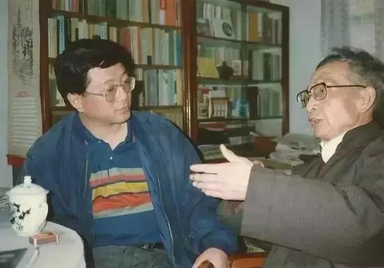 陈思和(左)与老师贾植芳(右) 图源自网络