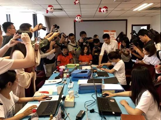 北京发出2018年第一封高考录取通知书