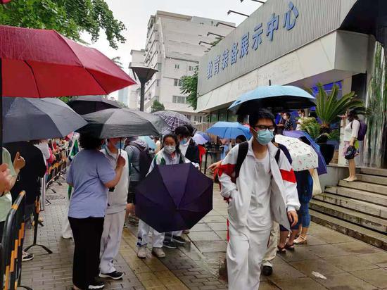 """北京高考进入第三天 雷阵雨天气来""""打卡"""""""