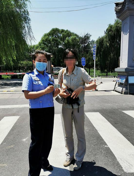 考生进考场前发现身份证过期 警方开通绿色通道救急