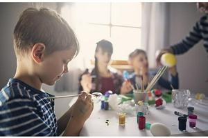 全国人大:家庭教育监护人缺位的 公检法机关可予以训诫