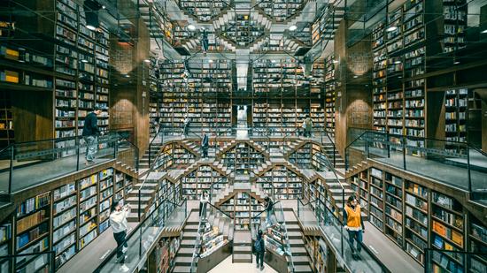 2019年10月22日,位于重庆市杨家坪中迪广场内的钟书阁书店。视觉中国供图