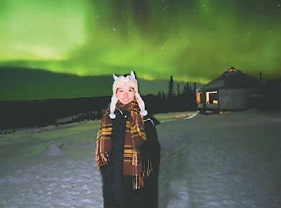 赵子涵在课余时间报名参加了阿拉斯加的极光旅行。图为她在旅行途中留影。