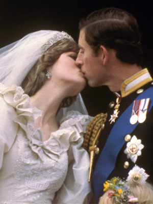 回顾英国王室百年婚礼盛况