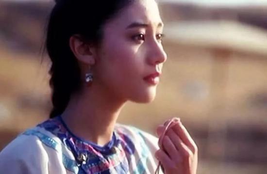 ▲香港人说起一顶一的大美女,只认关之琳和李嘉欣。