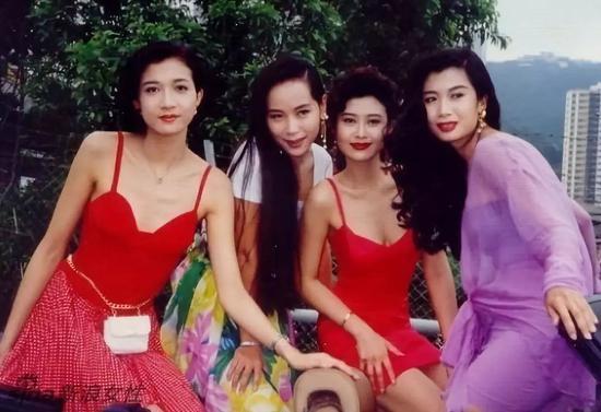 ▲从左至右:吴绮莉,叶童,叶玉卿,吴家丽,那个年代的港星真是流行圆脸和小方脸。
