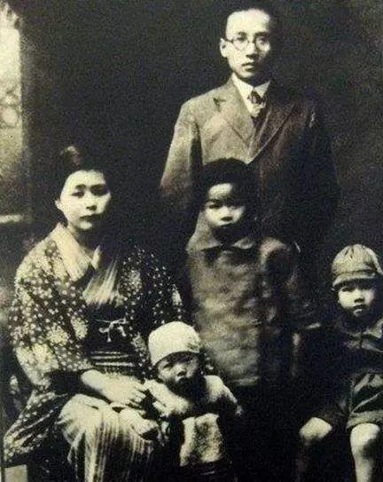 ▲郭沫若、郭安娜和他们的孩子