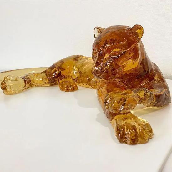 为卡地亚,制作重达15公斤的豹子糖雕