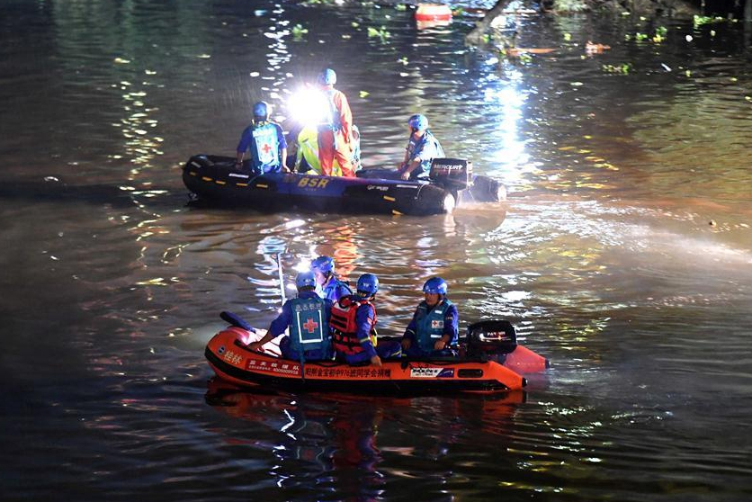 17 dead after 2 dragon boats overturn