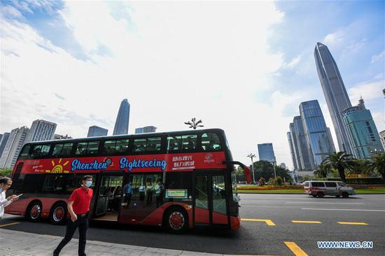 A sightseeing bus is seen in Shenzhen, south China's Guangdong Province, Oct. 22, 2020. Shenzhen on Thursday launched three sightseeing bus lines for tourists, which respectively showcase the culture, technology and night view of the city. (Xinhua/Mao Siqian)