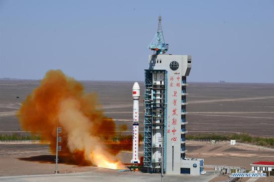 A Long March-4C rocket carrying Yaogan-34 satellite blasts off from the Jiuquan Satellite Launch Center in northwest China on April 30, 2021. China successfully sent a new remote sensing satellite, Yaogan-34, into space from the Jiuquan Satellite Launch Center in northwest China at 3:27 p.m. Friday (Beijing Time). The Yaogan-34 satellite was carried by a Long March-4C rocket and successfully entered its planned orbit. (Photo by Wang Jiangbo/Xinhua)