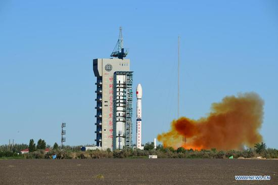 A Long March-4C rocket carrying the Fengyun-3E (FY-3E) satellite prepares to blast off from the Jiuquan Satellite Launch Center in northwest China, July 5, 2021. China sent a new meteorological satellite into planned orbit from the Jiuquan Satellite Launch Center in northwest China on Monday morning. (Photo by Wang Jiangbo/Xinhua)