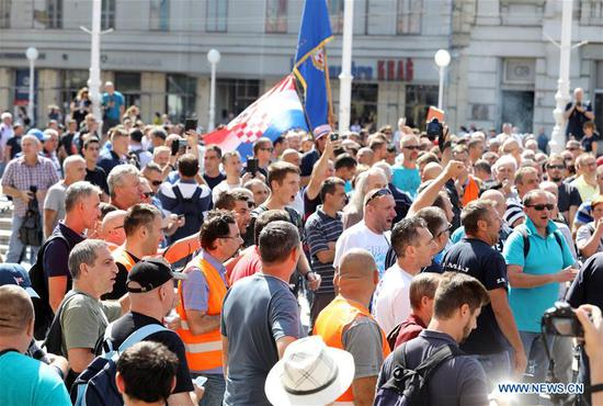 Croatian shipyard workers protest in capital over salaries