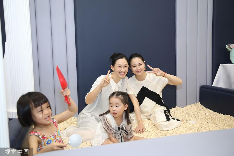 組圖:董璇親子餐廳開業襯衣長褲氣場強 眾星來捧場楊冪父母恩愛