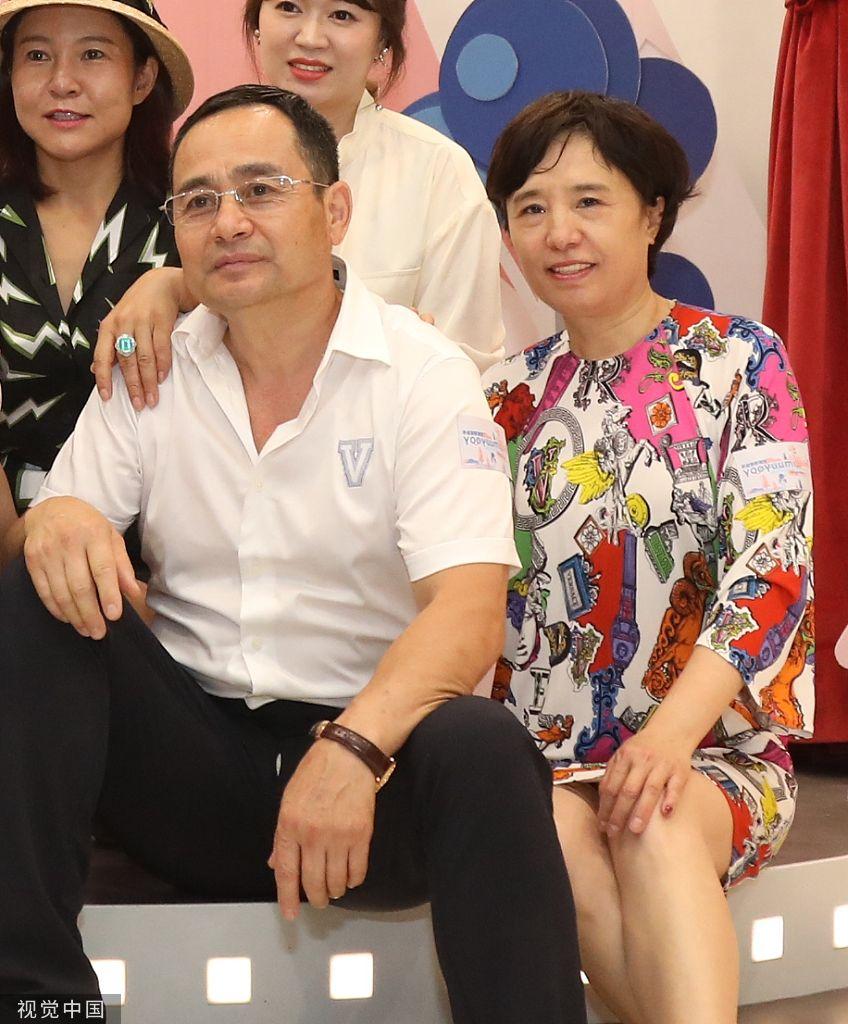 组图:董璇亲子餐厅开业衬衣长裤气场强 众星来捧场杨幂父母恩爱