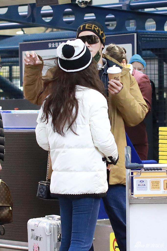 """组图:杜江对霍思燕""""细心到头发丝""""为她整理头发画面超甜"""