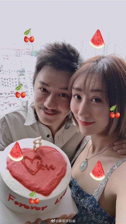 组图:陈浩民蒋丽莎庆祝结婚八周年 深情对望满满夫妻相