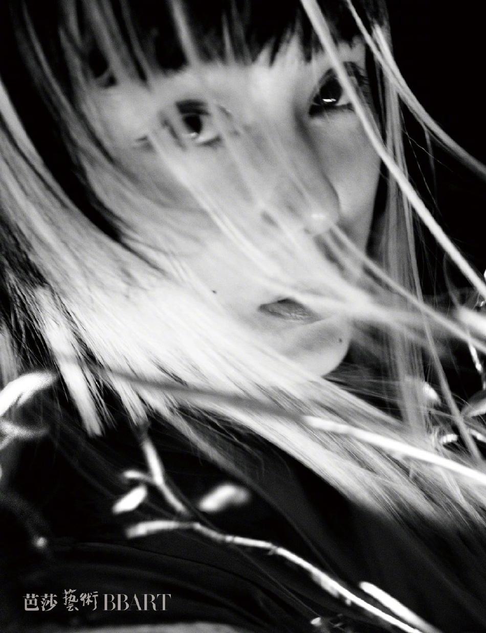 组图:范冰冰光影国风大片曝光 眼神深邃诠释女性力量之美