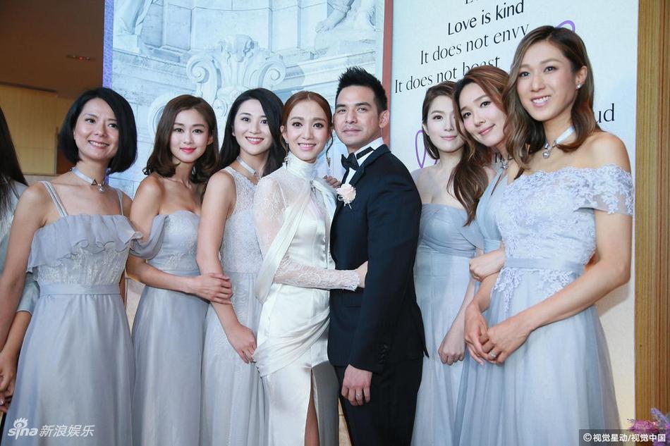 王君馨香港补办婚宴狂吻老公 钟嘉欣李亚男姐妹团美翻