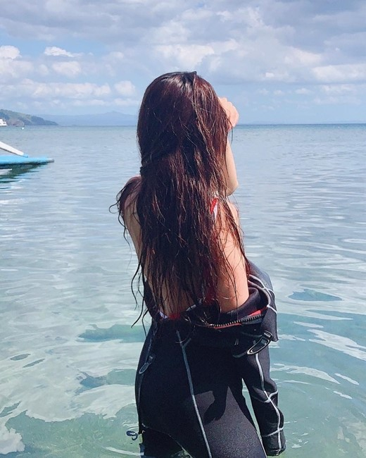 韓女星韓寶凜半脫泳衣曬照 好身材呼之欲出