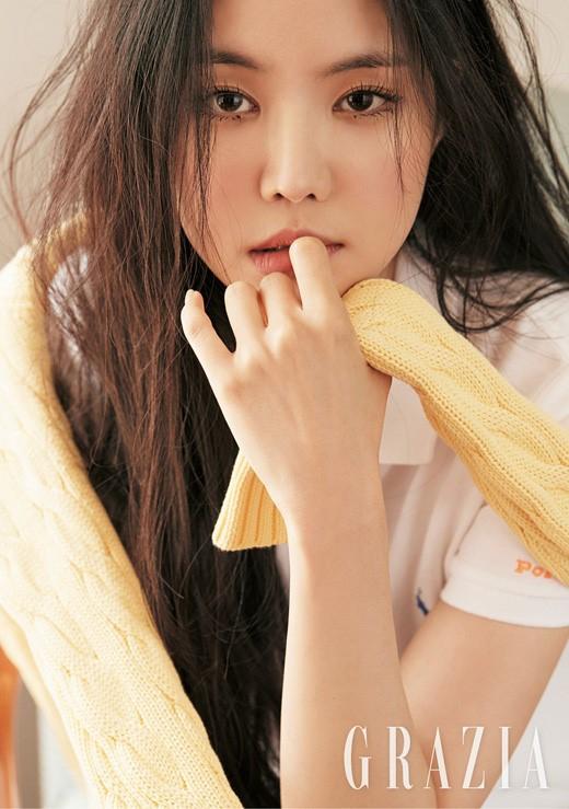 Apink孙娜恩拍杂志写真 穿帽衫清纯活泼