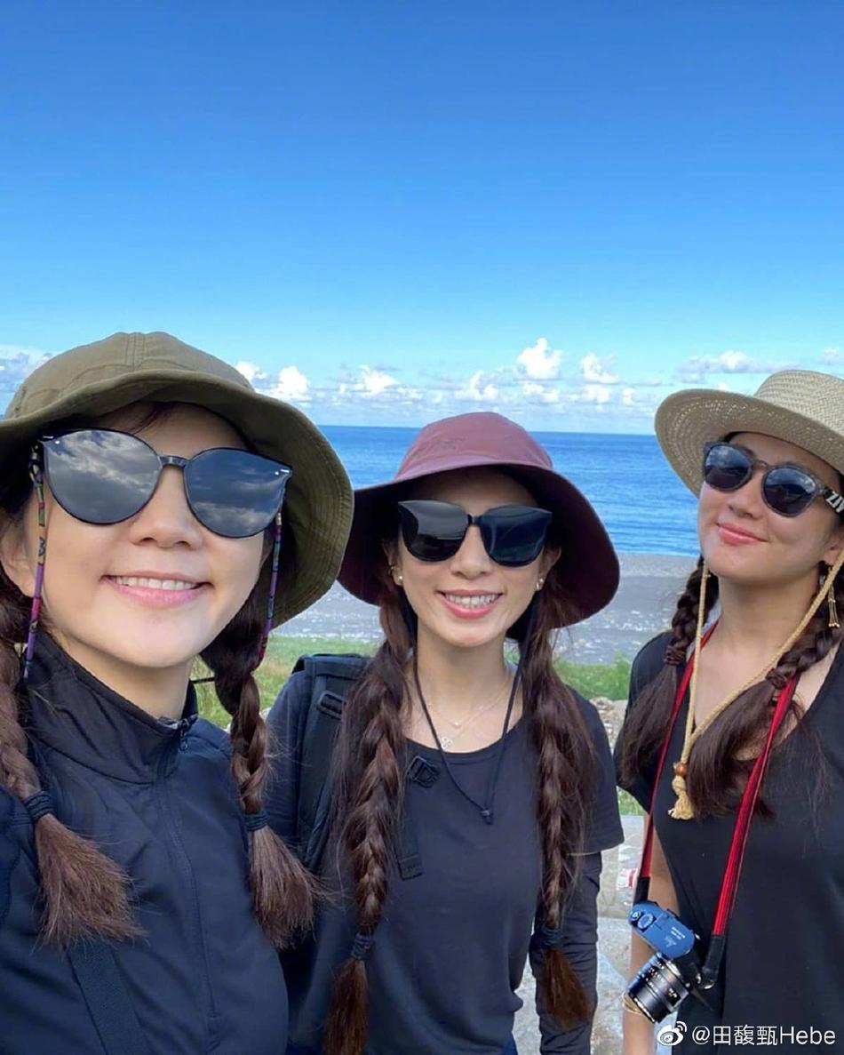 组图:姐妹们的旅行!SHE全副武装相约爬山享受生活美好