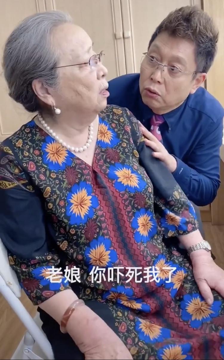 """组图:""""容嬷嬷""""李明启罕见近照曝光 84岁念台词有劲精气神十足"""