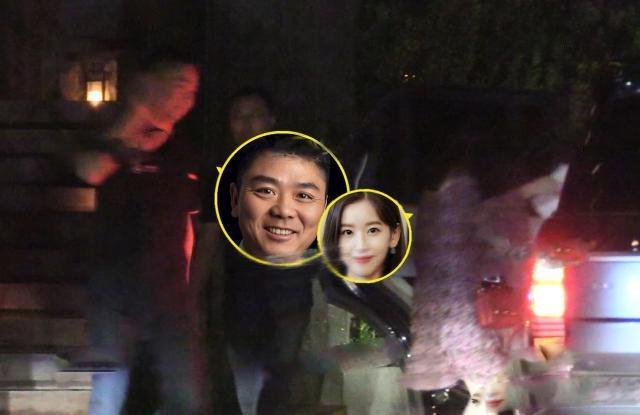 刘强东章泽天离婚风波后亲密同框的照片 - 6