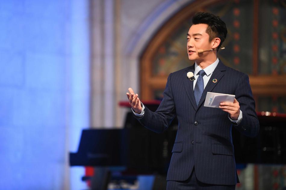 郑恺在《跑男》尬笑还发呆 存在感还不如王祖蓝场面有些尴尬