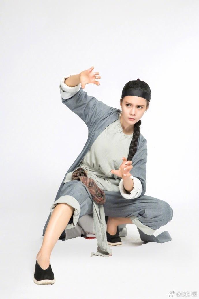 亚洲色囹�)��,y�fyki_组图:沈梦辰一身短打练武术动作标准 目光炯炯架势超足