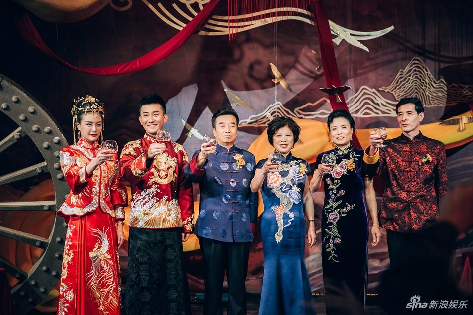 吴敏霞中式婚礼现场照曝光 一家六口首合影